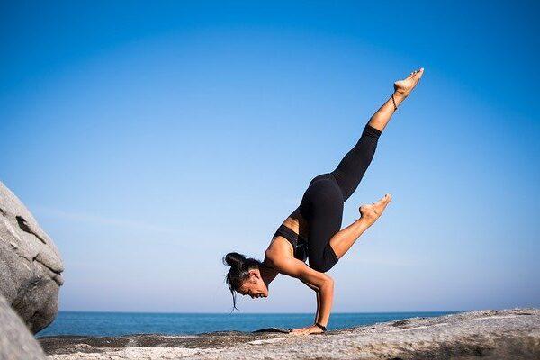 come praticare lo yoga